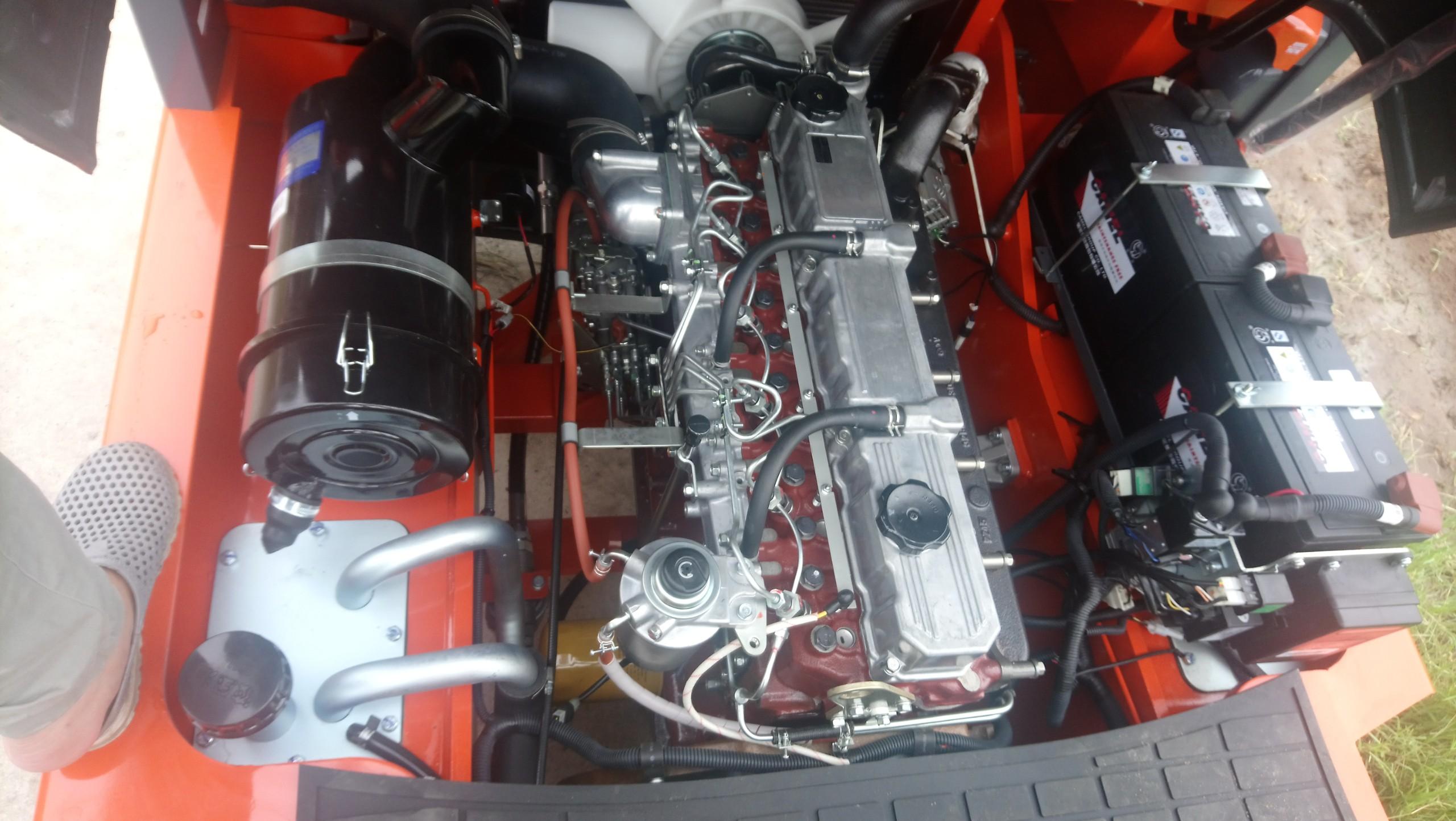 Động cơ Mitsubishi S6S mạnh mẽ
