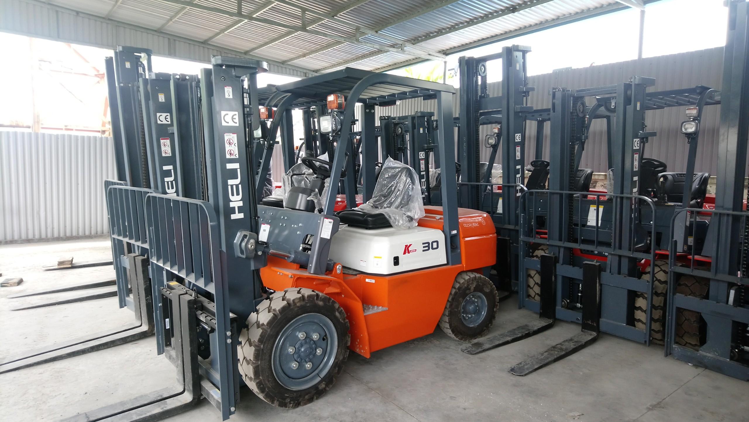 Xe nâng 3 tấn - xe nâng trung quốc động cơ C490 BPG