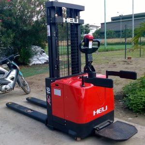 xe nâng điện đứng lái tay cao Heli CDD16