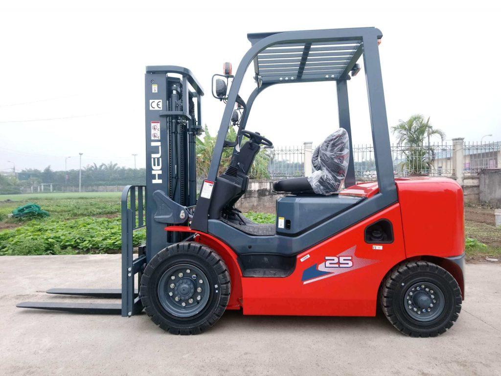 Xe nâng 2.5 tấn chạy xăng Heli