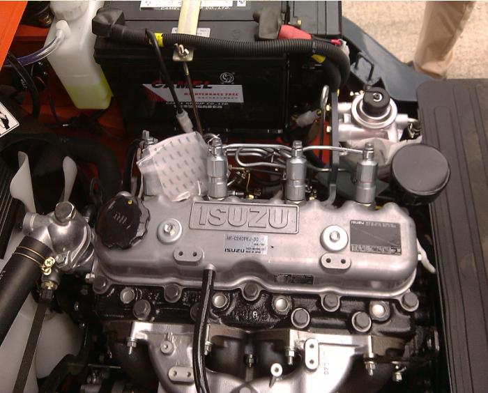 Động cơ isuzu lắp trên xe nâng hàng 2 tấn Heli