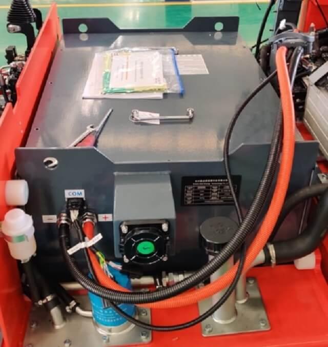 Pin Lithium lắp trên xe nâng điện 3 tấn Heli