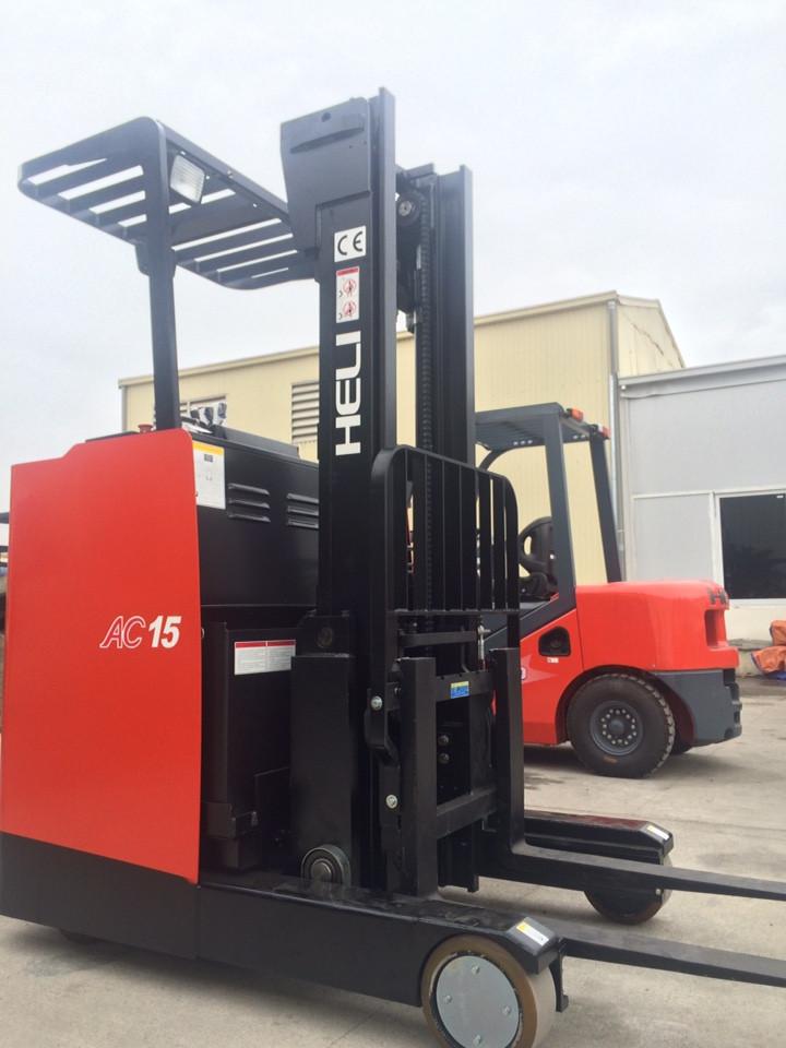 Xe nâng đứng lái 1.5 tấn - Reach Truck CQD15