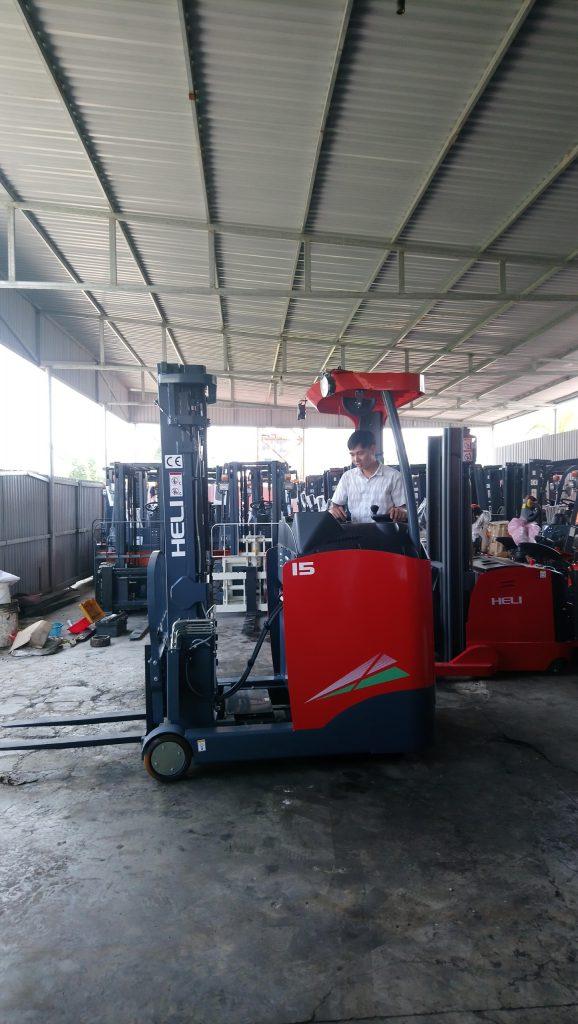 Xe nâng reach truck 2 tấn