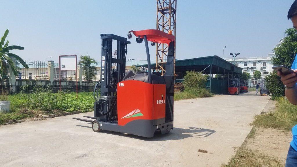 xe-nang-reach-truck-2-tan-heli