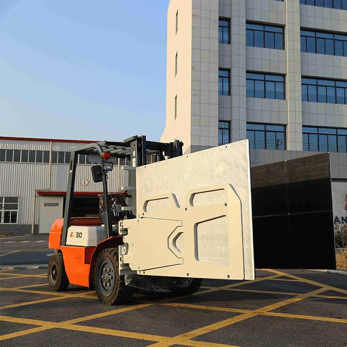 Xe nâng kẹp thùng carton Heli chất lượng