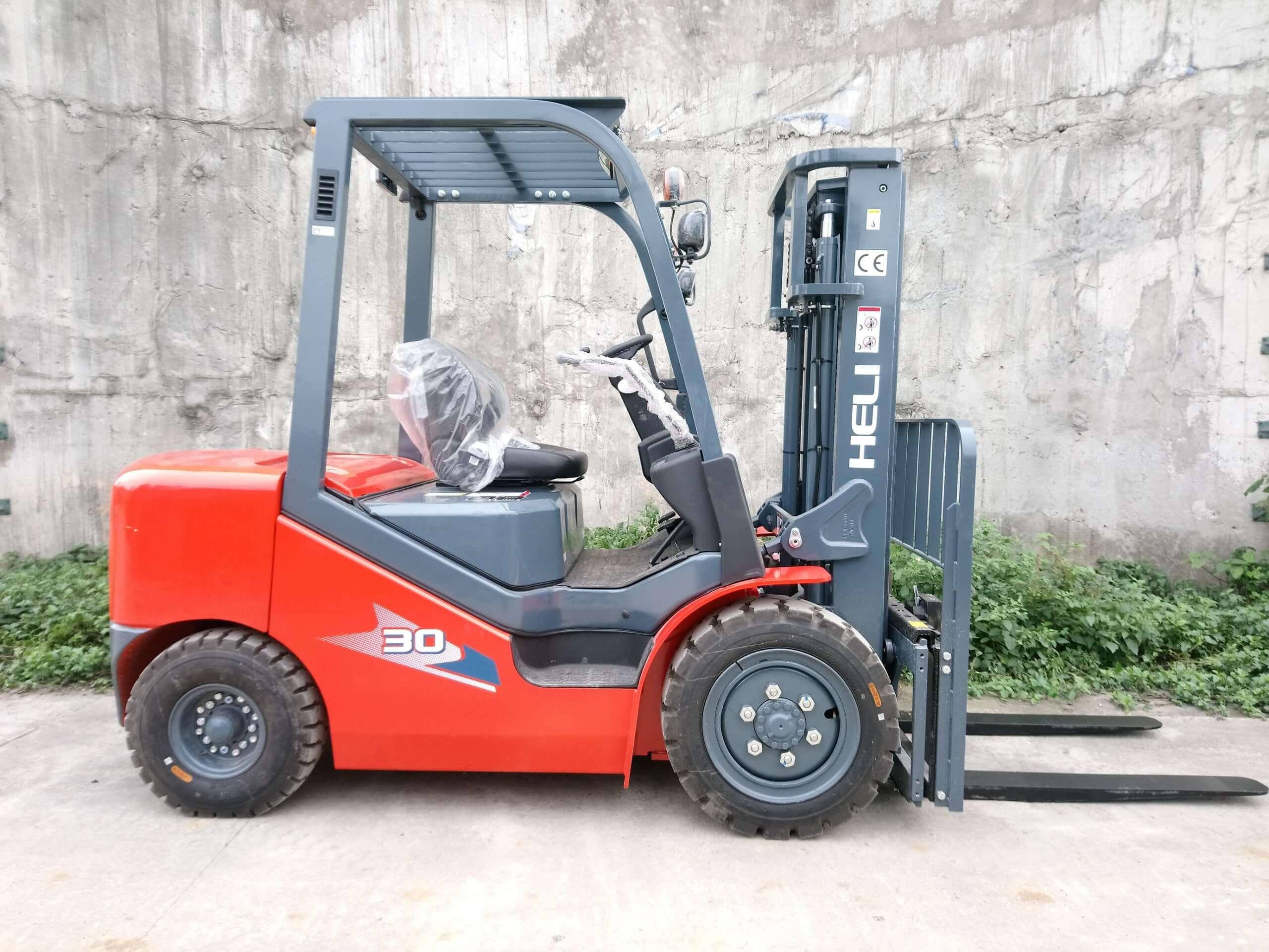 Xe nâng diesel 3 tấn động cơ Isuzu C240